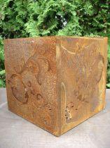 Dadi barocchi in metallo arrugginito, 36 cm x 36 cm